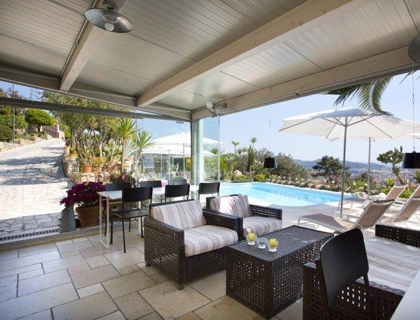villa-amaranta-la-spezia-veranda-zwembad.jpg