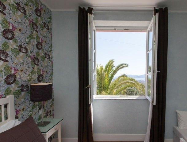 villa-amaranta-la-spezia-slaapkamer-uitizcht-zee.jpg