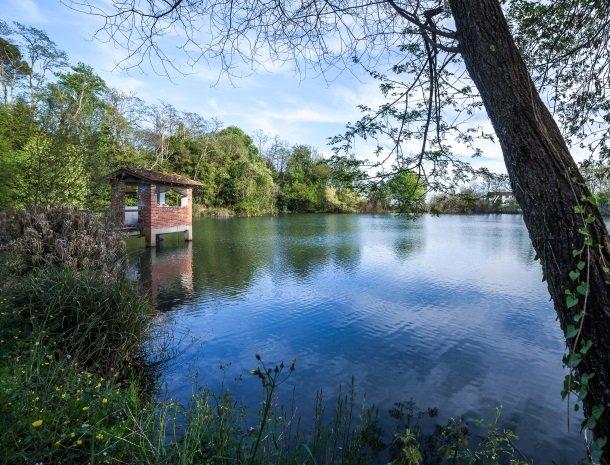 relais-del-lago-capannori-lucca-meer-vissen.jpg