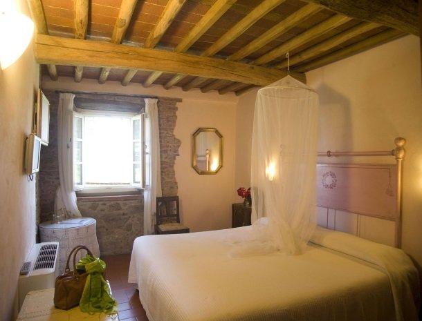 relais-del-lago-capannori-lucca-slaapkamer-classic.jpg