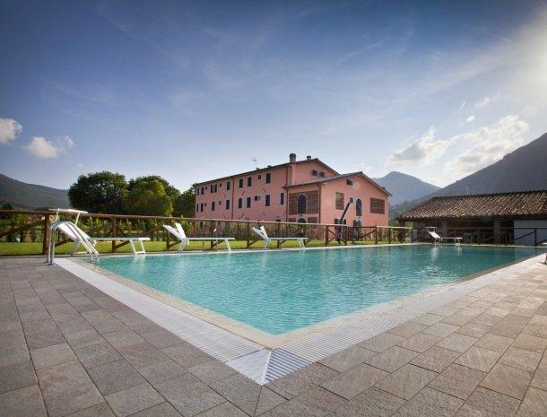 tenuta-san-giovanni-lucca-appartementen-met-zwembad.jpg
