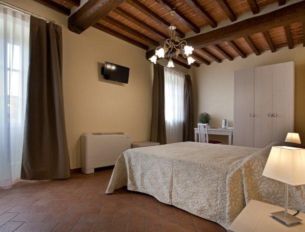 tenuta-san-giovanni-lucca-appartement-bergamotto-slaapkamer.jpg