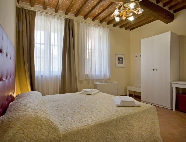 tenuta-san-giovanni-lucca-appartement-camomilla-slaapkamer-bed.jpg