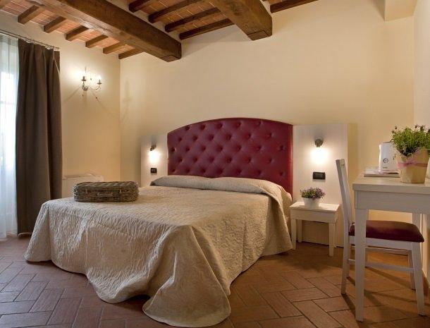 tenuta-san-giovanni-lucca-appartement-pompelmo-slaapkamer.jpg