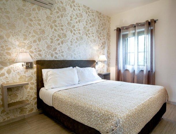 tenuta-lamborghini-umbrie-suite-fresia-bed.jpg