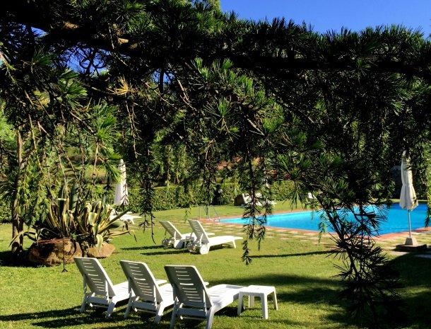 hotel-il-caminetto-portoferaio-tuin-zwembad.jpg