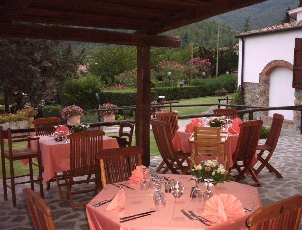 hotel-il-caminetto-portoferaio-terras-restaurant.jpg