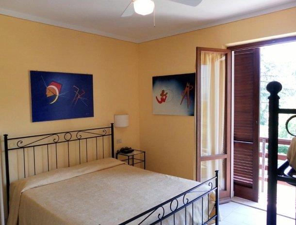 hotel-il-caminetto-portoferaio-slaapkamer.jpg