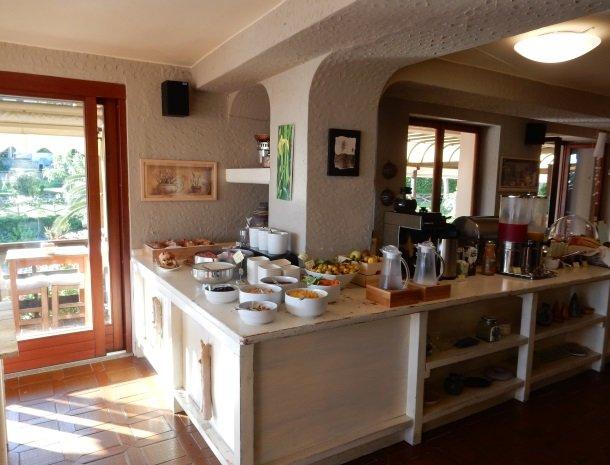 hotel-cernia-sant-andrea-elba-ontbijtbuffet.jpg
