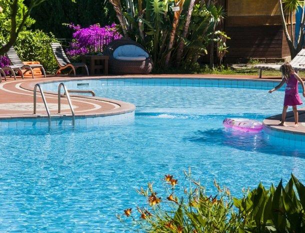 hotel-cernia-sant-andrea-elba-zwembad-kinderbad.jpg