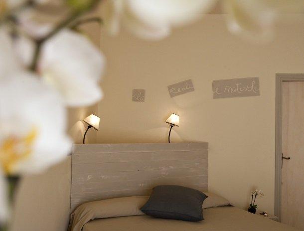 hotel-cernia-sant-andrea-elba-slaapkamer-spreuk.jpg