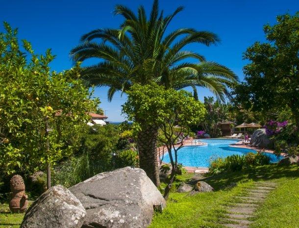 hotel-cernia-sant-andrea-elba-zwembad-botanische-tuin.jpg