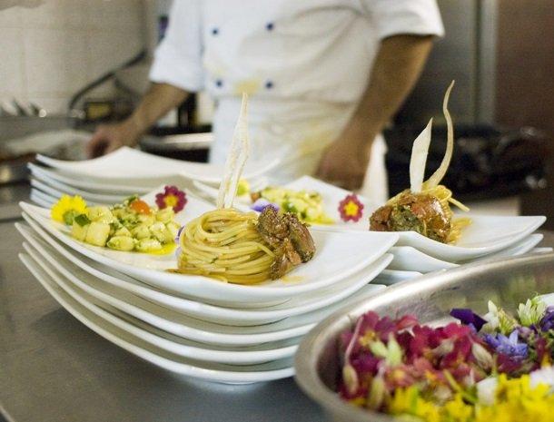 hotel-cernia-sant-andrea-elba-restaurant-pasta.jpg