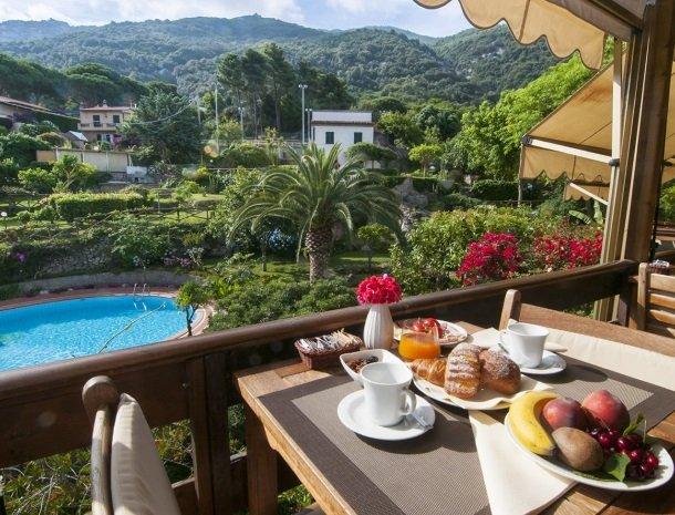 hotel-cernia-sant-andrea-elba-ontbijt.jpg