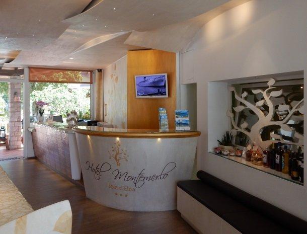 hotel-montemerlo-fetovaia-elba-ingang-receptie.jpg