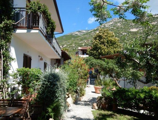 hotel-montemerlo-fetovaia-elba-tuin.jpg