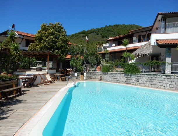 hotel-montemerlo-fetovaia-elba-zwembad-whirlpool.pg.jpg