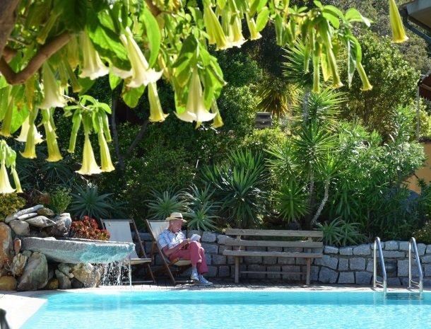 hotel-montemerlo-fetovaia-elba-zwembad-lezen.jpg