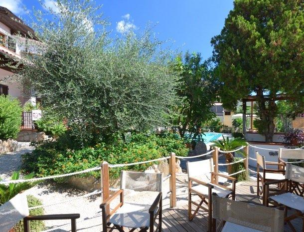 hotel-montemerlo-fetovaia-elba-tuin-zitjes.jpg