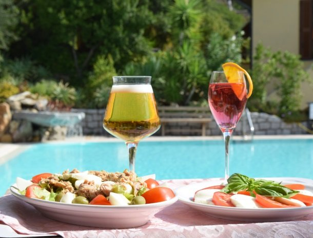 hotel-montemerlo-fetovaia-elba-zwembad-lunch.jpg