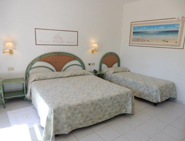 hotel-montemerlo-fetovaia-elba-3-persoonskamer.jpg
