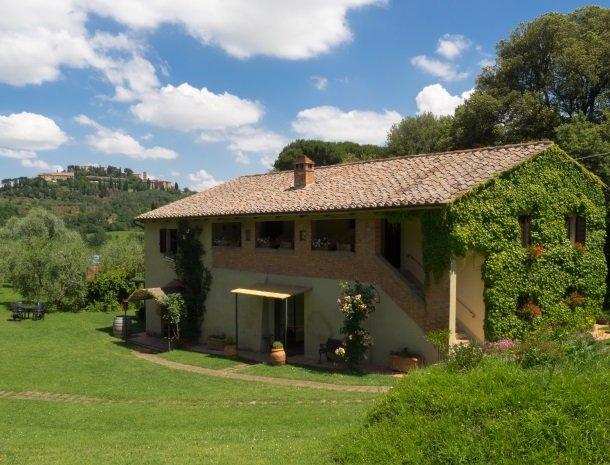 agriturismo-nobile-montepulciano-kamers-tuin-uitzicht.jpg