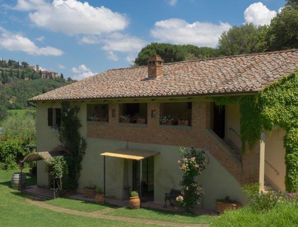 agriturismo-nobile-montepulciano-kamers-oliveto.jpg