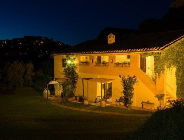 agriturismo-nobile-montepulciano-kamers-oliveto-avond.jpg