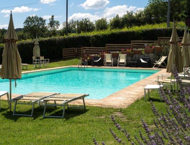 agriturismo-nobile-montepulciano-zwembad-lavendel.jpg