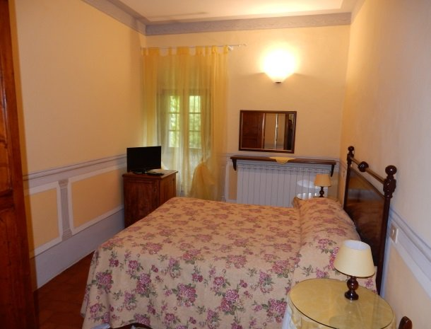 agriturismo-nobile-montepulciano-slaapkamer.jpg