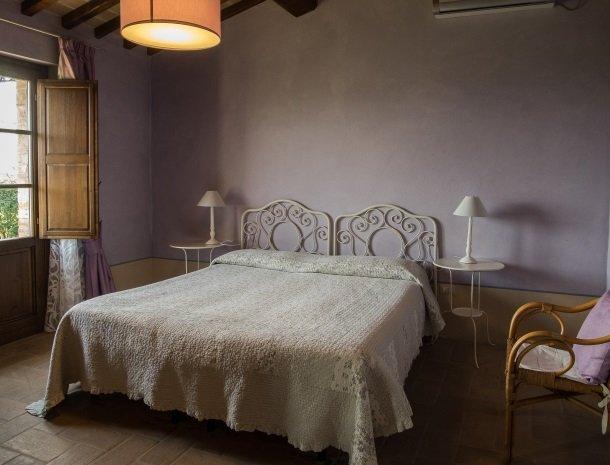 agriturismo-nobile-montepulciano-toscane-appartement-fienile-slaapkamer-bed.jpg
