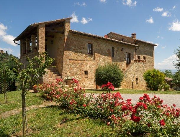 agriturismo-nobile-montepulciano-toscane-appartementen-bloemen.jpg