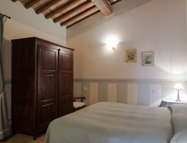 agriturismo-nobile-montepulciano-toscane-appartement-pollaio-slaapkamer.jpg