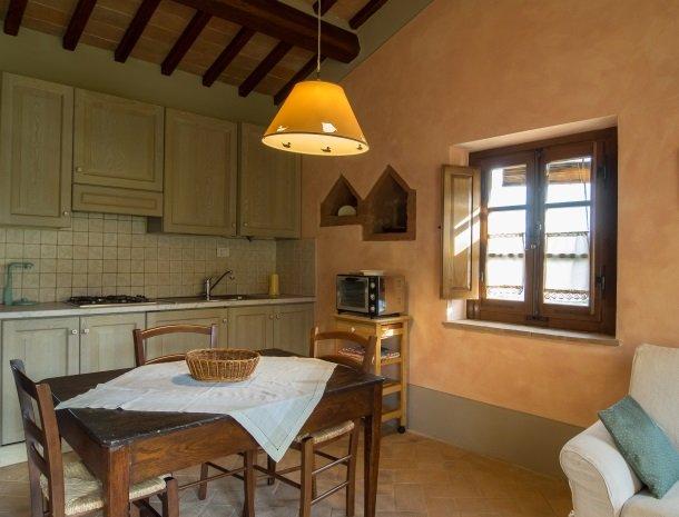 agriturismo-nobile-montepulciano-toscane-appartement-pollaio-keuken.jpg