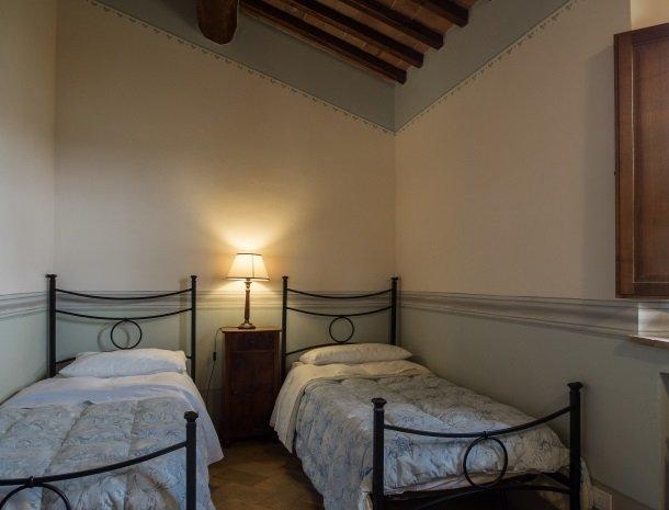 agriturismo-nobile-montepulciano-toscane-appartement-pollaio-slaapkamer-kinderen.jpg