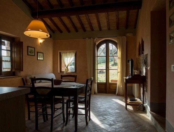 agriturismo-nobile-montepulciano-toscane-appartement-pollaio-woonkamer.jpg