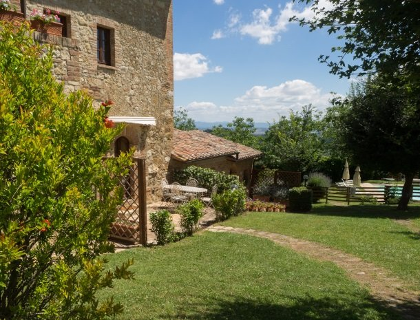 agriturismo-nobile-montepulciano-toscane-appartement-terras-zwembad.jpg