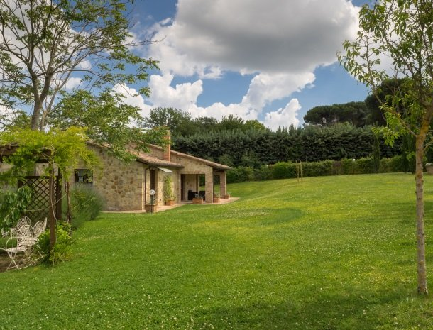 agriturismo-nobile-montepulciano-toscane-appartement-fienile-tuin.jpg