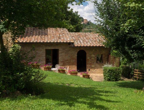 agriturismo-nobile-montepulciano-toscane-appartement-pollaio-terras.jpg