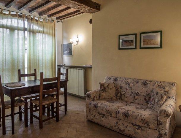 agriturismo-nobile-montepulciano-toscane-appartement-cantina-woonkamer.jpg
