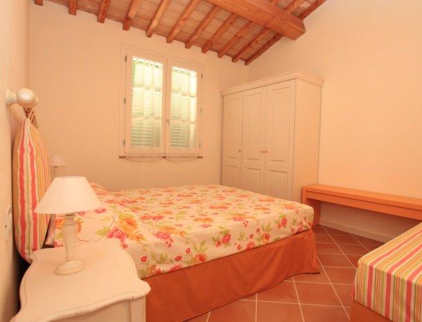 agriturismo-campallegro-cecina-appartement-arancio-slaapkamer.jpg