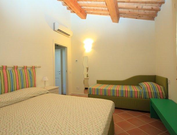 agriturismo-campallegro-cecina-appartement-smeraldo-slaapkamer.jpg