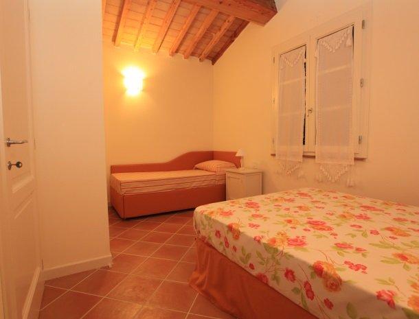 agriturismo-campallegro-cecina-appartement-ilgirasole-slaapkamer.jpg