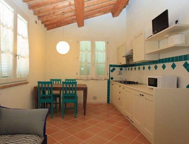 agriturismo-campallegro-cecina-appartement-lagiada-keuken.jpg
