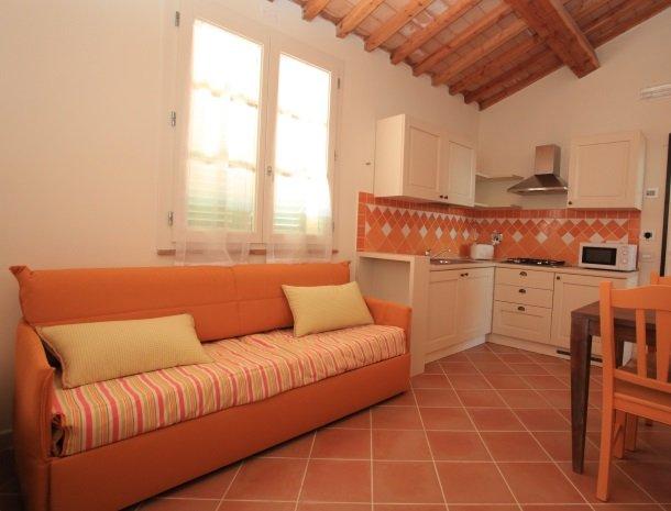 agriturismo-campallegro-cecina-appartement-arancio-keuken.jpg