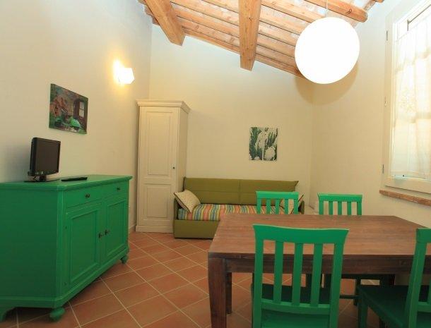 agriturismo-campallegro-cecina-appartement-smeraldo-woonkamer.jpg