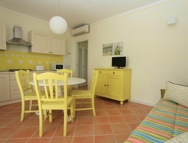 agriturismo-campallegro-cecina-appartement-laginestra-keuken.jpg
