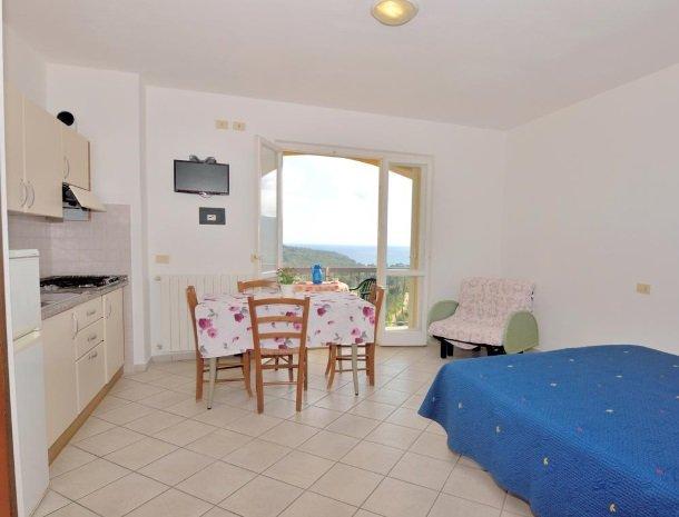 residence-minihotel-lacona-appartementen-studio-keuken.jpg