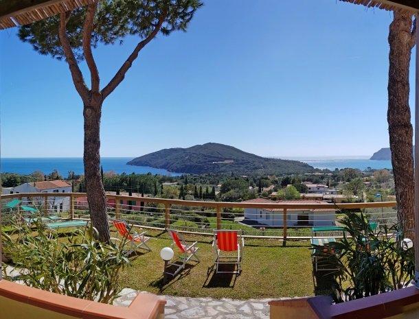 residence-minihotel-lacona-appartementen-uitzicht-zee.jpg
