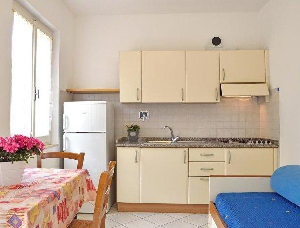 residence-minihotel-lacona-appartementen-keuken.jpg